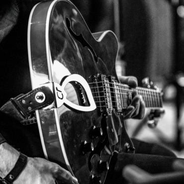 GUITARE D'ACCOMPAGNEMENT